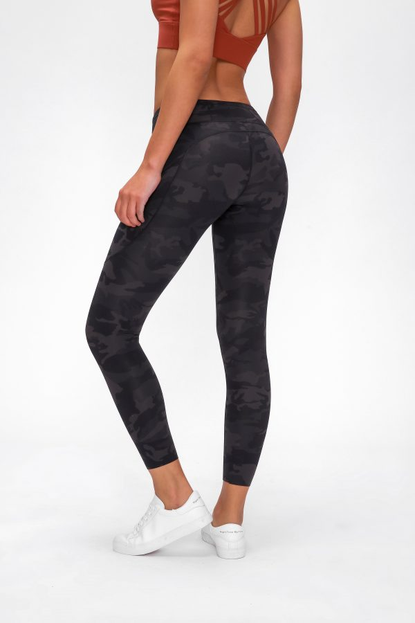 Gym Leggings Non See through Wholesale 1 1 scaled - Gym Leggings Non See through Wholesale - Custom Fitness Apparel Manufacturer