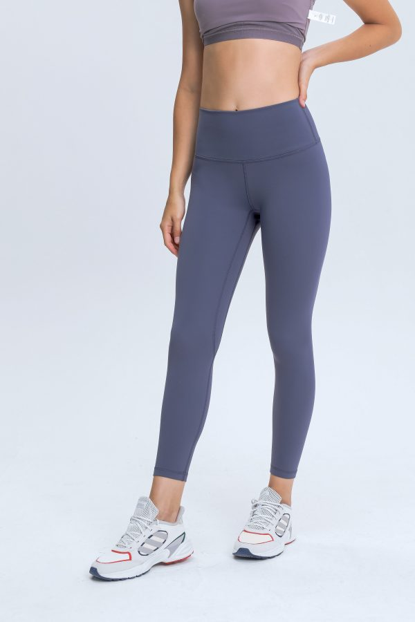 Gym Leggings for Ladies Wholesale1 scaled - Gym Leggings for Ladies Wholesale - Custom Fitness Apparel Manufacturer