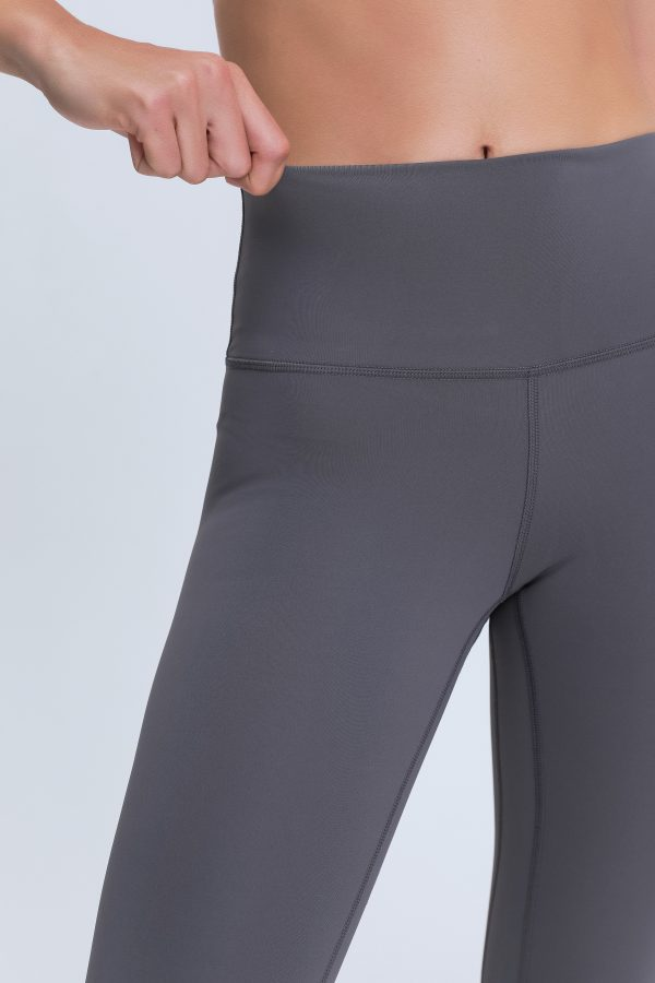Gym Leggings for Ladies Wholesale2 scaled - Gym Leggings for Ladies Wholesale - Custom Fitness Apparel Manufacturer