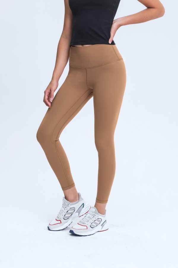 Sports Leggings with Pockets Wholesale4 scaled - Sports Leggings with Pockets Wholesale - Custom Fitness Apparel Manufacturer