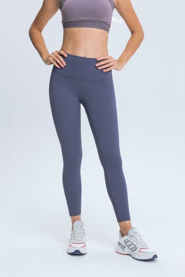 Sports Leggings with Pockets Wholesale5 scaled - Sports Leggings with Pockets Wholesale - Custom Fitness Apparel Manufacturer